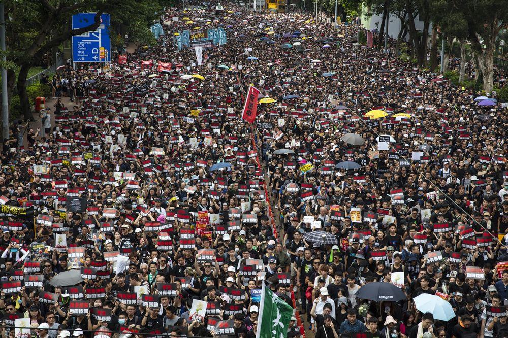Μιτς Mακόνελ: Απαράδεκτη θα είναι μια βίαιη καταστολή στο Χονγκ Κονγκ