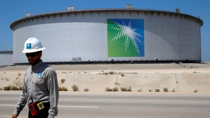 Aramco: Το Ριάντ πιέζει πλούσιους Σαουδάραβες να διαθέσουν 2 τρισ. δολάρια