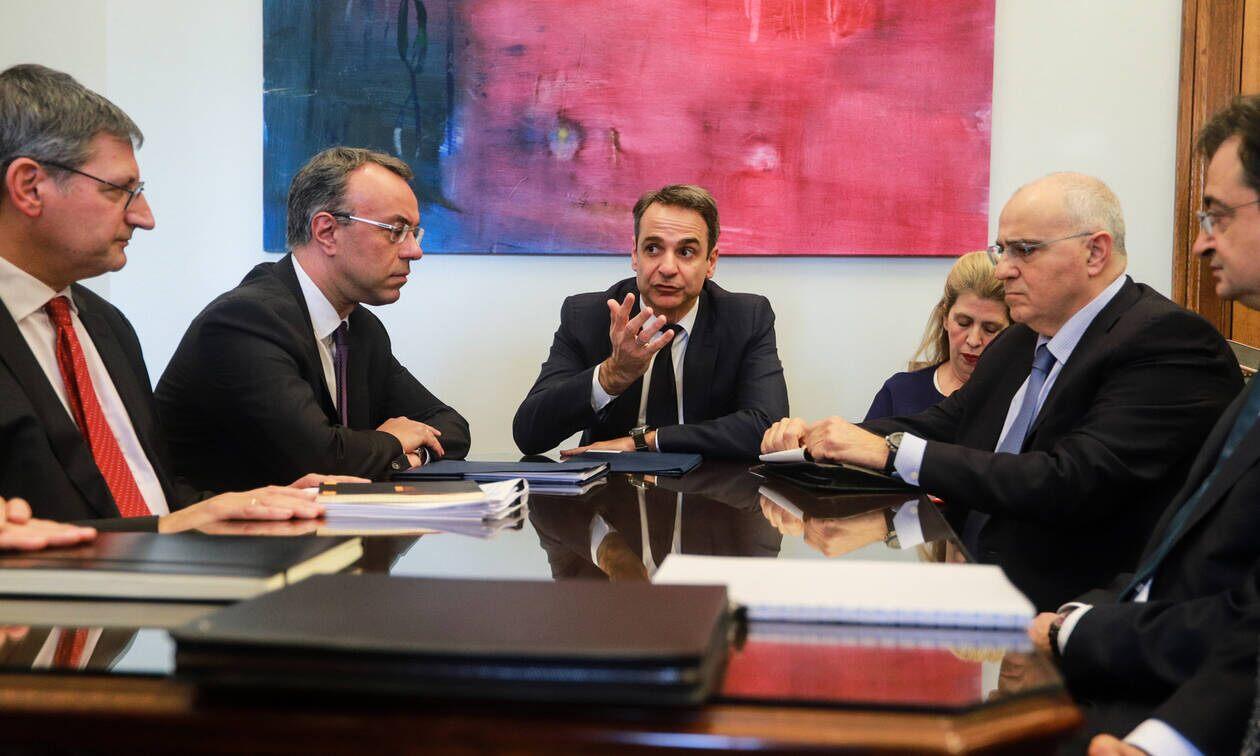 Σύσκεψη Μητσοτάκη με τραπεζίτες για τις χρεώσεις στις συναλλαγές
