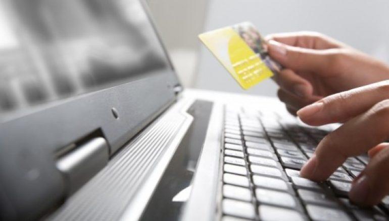«ΜΠΛΟΚΑΡΙΣΜΑ» πρόσβασης του καταναλωτή στον λογαριασμό του στη σελίδα στα κοινωνικά δίκτυα,μετά την ολοκλήρωση και παραλαβή της παραγγελίας.