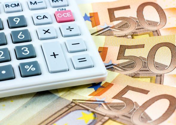 «Κολλημένα» στα 2 δισ. ευρώ τα «φέσια» του κράτους σε ιδιώτες
