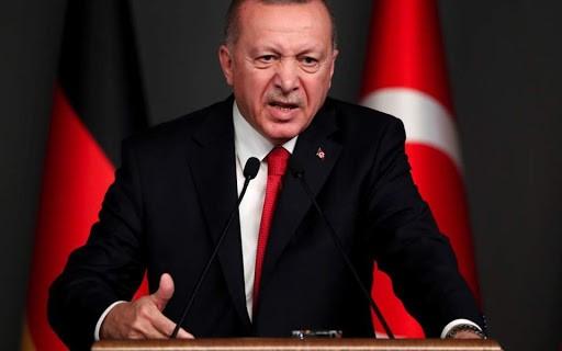 Ο Ερντογάν «αιμορραγεί» δολάρια και χθες για να στηρίξει τη λίρα που έπεσε σε νέο χαμηλό