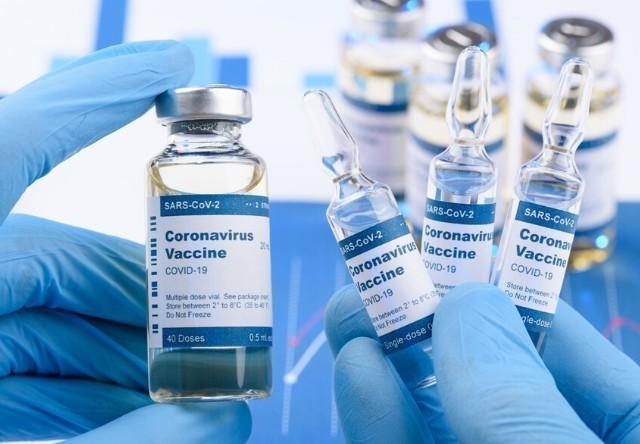 WSJ: Η Κίνα πιέζει για εμβολιασμούς πριν ολοκληρωθούν οι κλινικές δοκιμές!