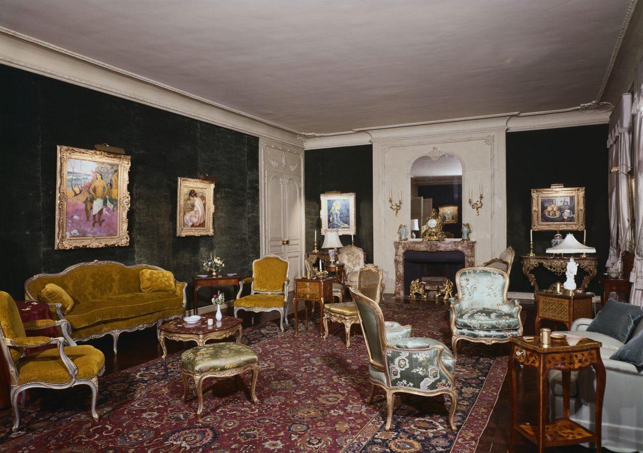 empirikos living room